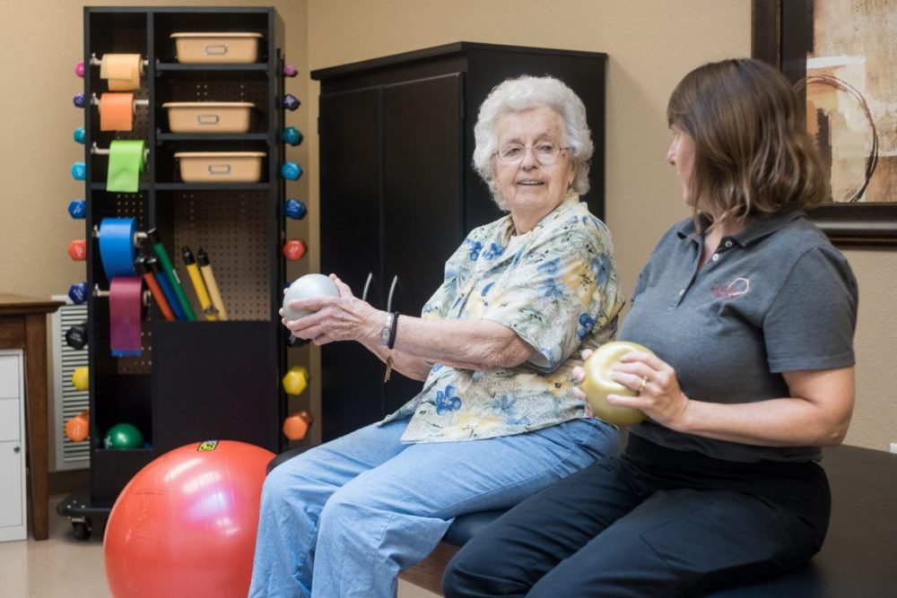 Residents work with our physical therapist during long or short term stays at Heritage Elm Grove.