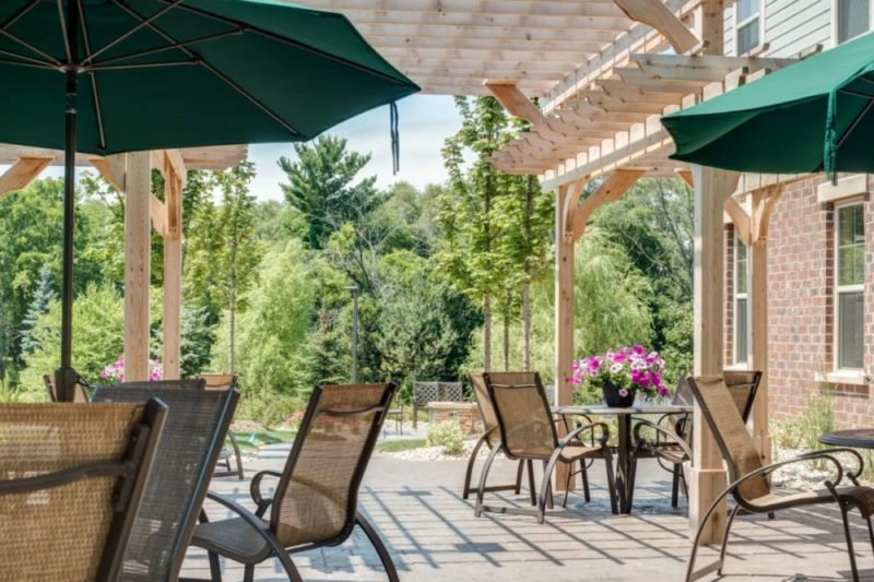 The outdoor patio with seating at Heritage Lake County.