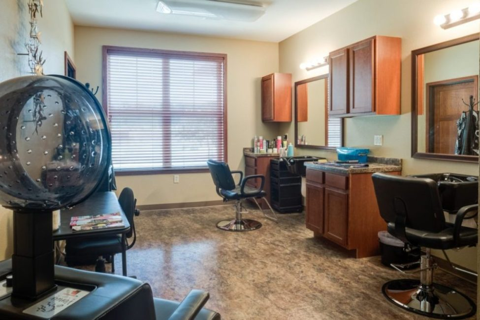 Heritage Lake Country's full service salon for residents.